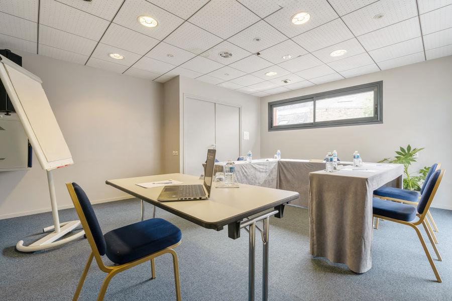 Hôtel Kyriad Vannes Centre-Ville ***  Hoëdic - Salle à la lumière du jour à Vannes
