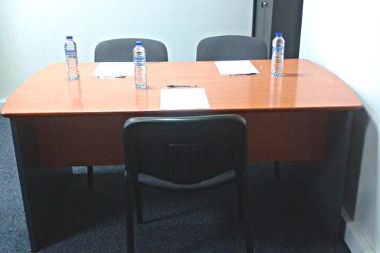 Buro Club Lyon Villeurbanne Un bureau pour des entretiens de recrutement