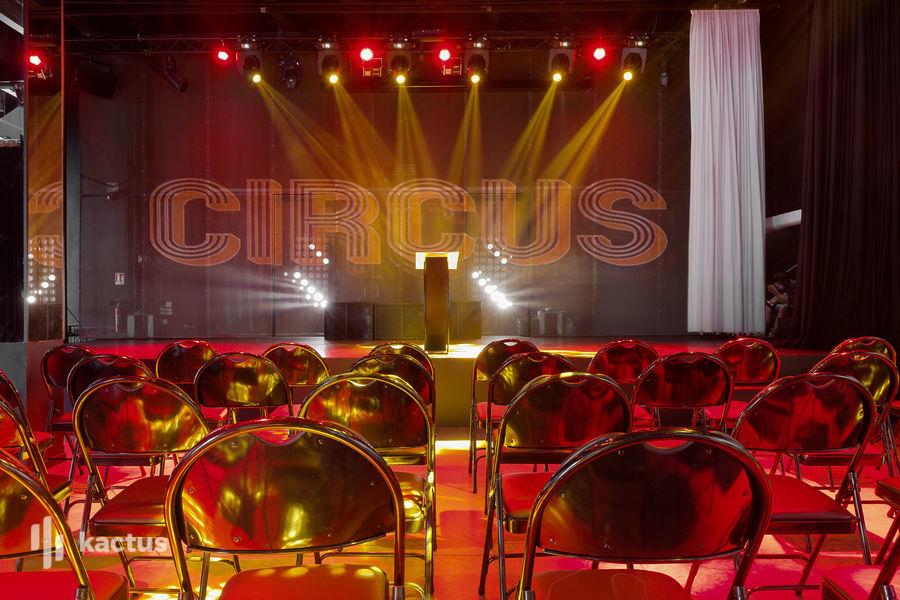 Docks Circus 12