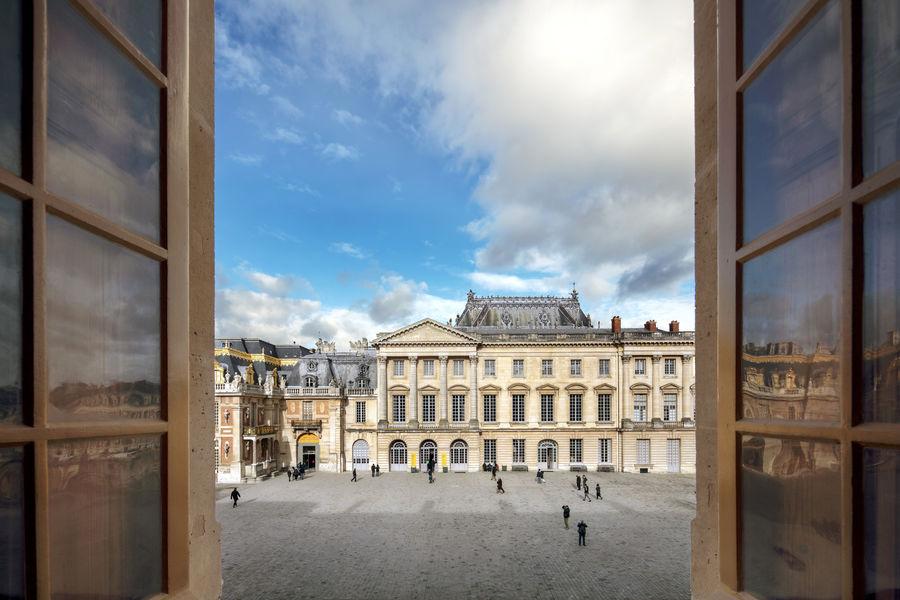 Ore - Ducasse au Château de Versailles Vue sur cour