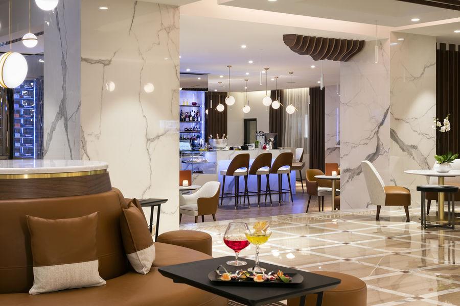 Hôtel Barrière Le Gray d'Albion Cannes  Bar