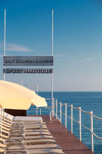Hôtel Barrière Le Gray d'Albion Cannes  Plage privée