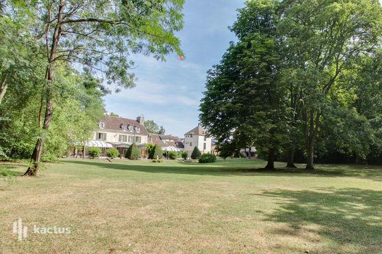 Hostellerie de Varennes vu du parc