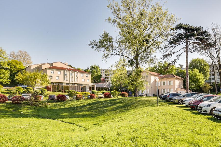 Espace de l'Ouest Lyonnais Parc de deux hectares - parking gratuit