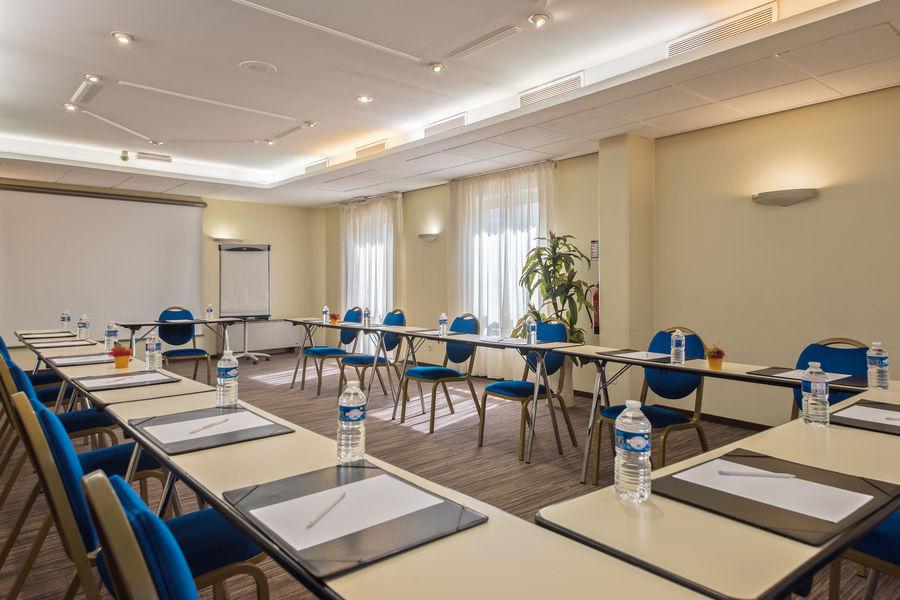 Appart'City Confort Genève Gaillard *** Salle de séminaire