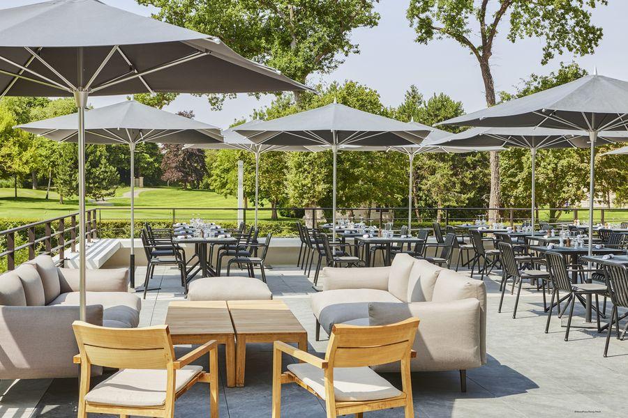 Le Domaine des Vanneaux Hôtel Golf & Spa MGallery Terrasse du restaurant bistronomique Le Piaf