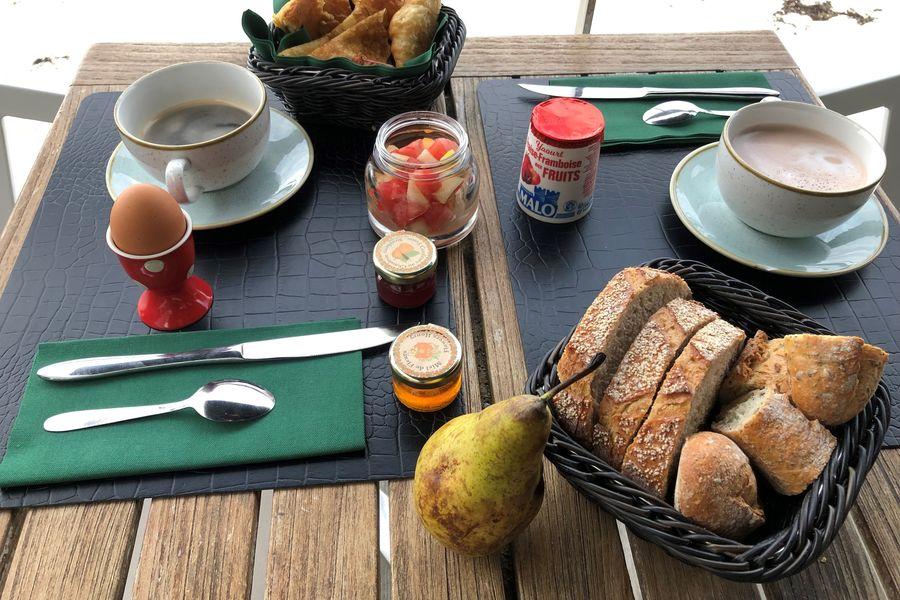 Les Sables Blancs **** Petit déjeuner en terrasse