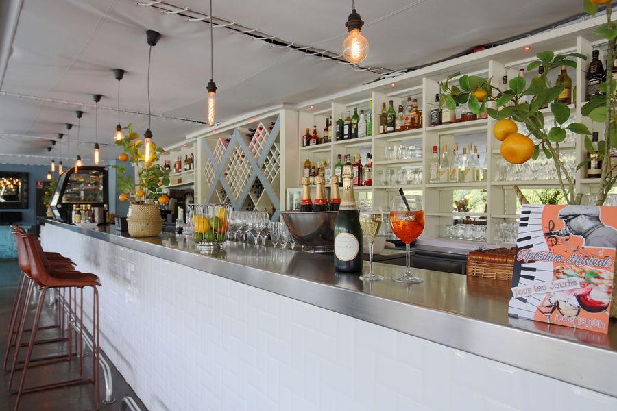 Aqua Restaurant Bar de la pièce principale