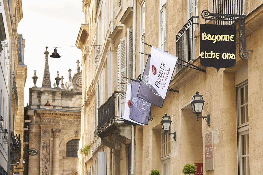 Best Western Premier Bordeaux - Hotel Bayonne Etche Ona  Façade de l'hôtel- Bâtiment du 18 eme