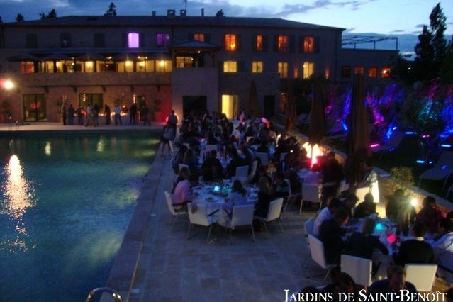 Les Jardins de Saint Benoît Soirée bord de piscine