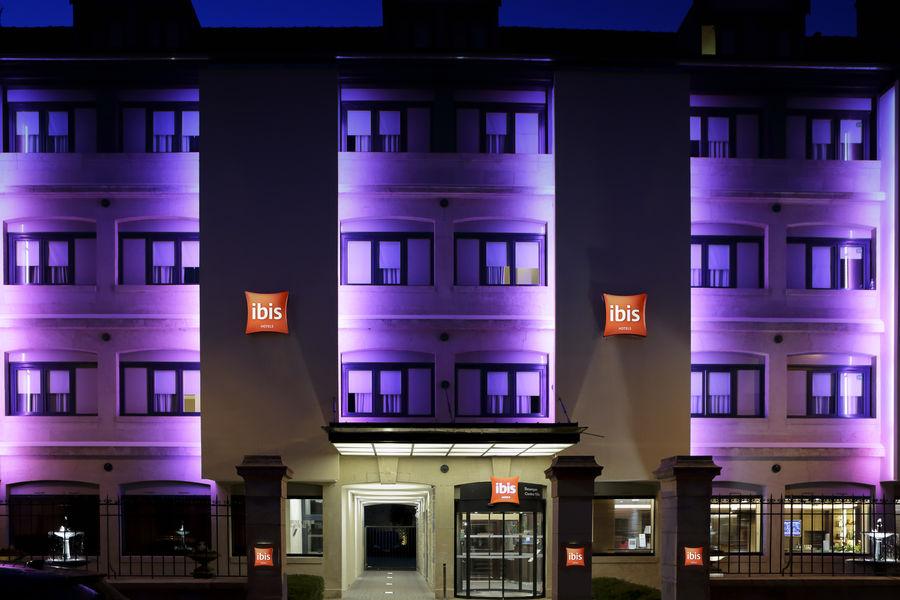 Ibis Besançon Centre Ville facade nuit