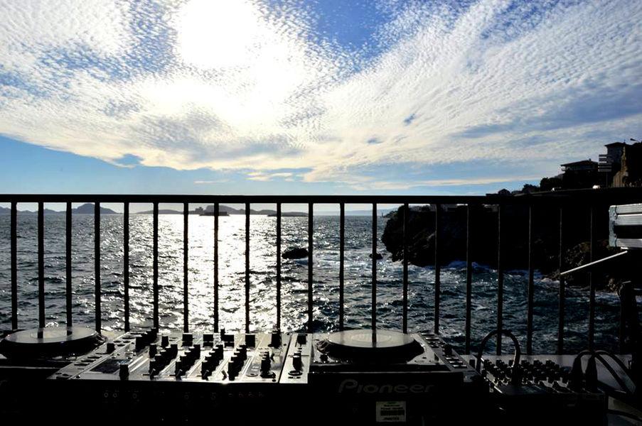 Sporting Club Corniche Platines devant la mer