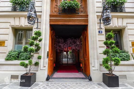 Façade du Buddha-bar hotel Paris