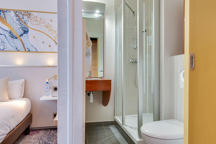 Brit Hotel Orléans St Jean de Braye - L'Antarès *** Chambre & SDB