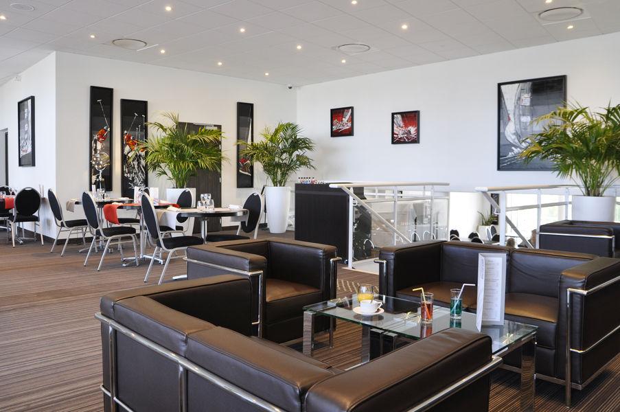 Golden Tulip Pornic Salon bar