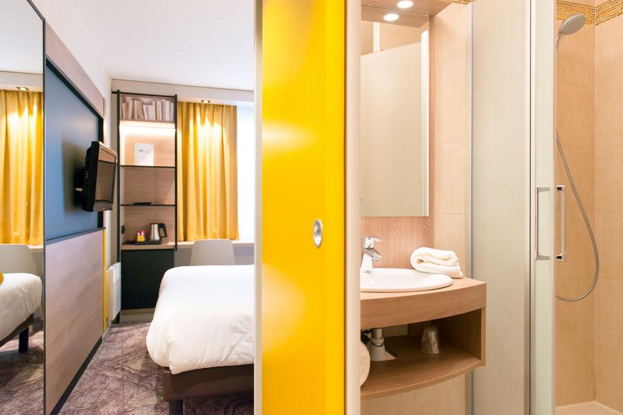 Brit Hotel Brest Le Relecq Kerhuon *** Chambre et salle de douche