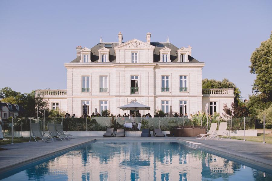 Château de la Gressière*** Vue extérieure - piscine à débordement