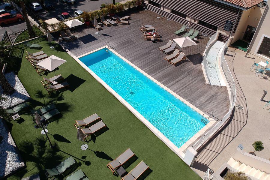 Hotel Spa de Fontcaude Vue aérienne piscine extérieure  Hôtel Spa de Fontcaude