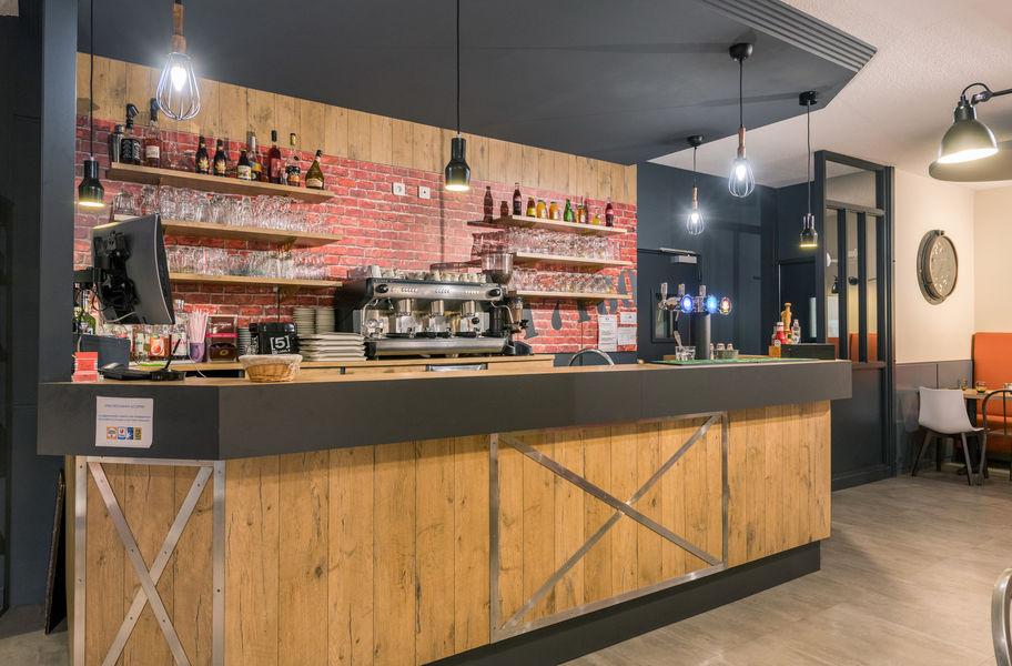 Brit Hotel  La Rochelle – La Brasserie du Cap *** Bar du Brit Hotel La Rochelle – La Brasserie du Cap ***