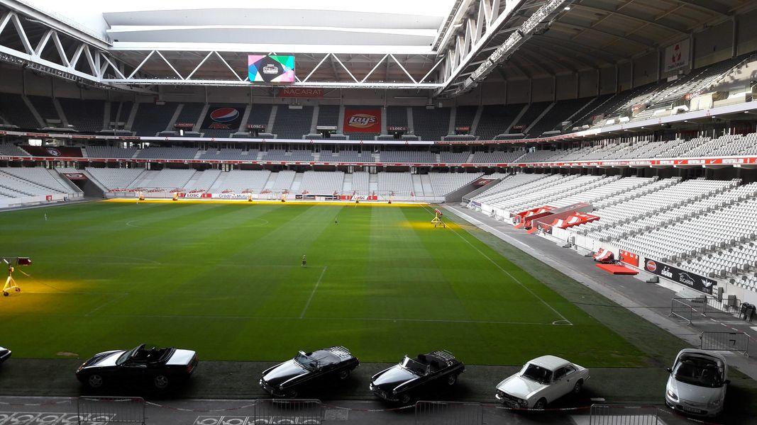 Stade Pierre-Mauroy Exposition de véhicules en bord terrain