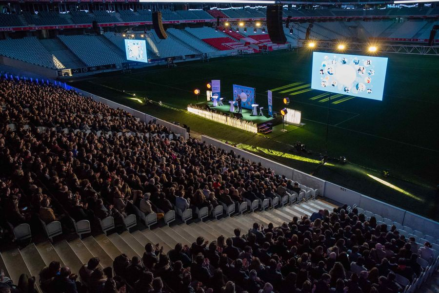 Stade Pierre-Mauroy Convention XXL dans les gradins du Stade