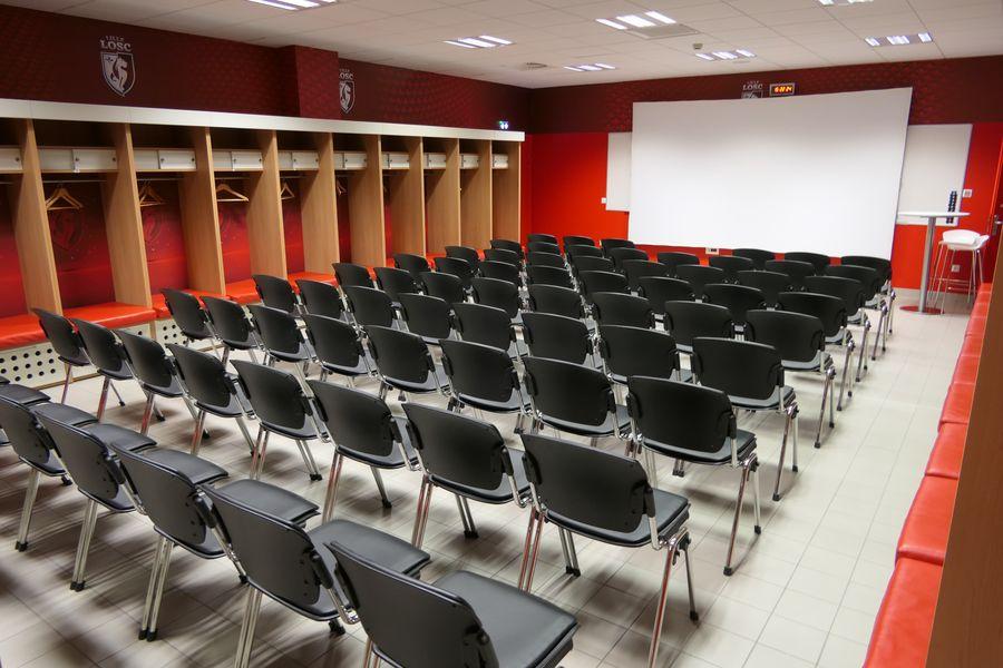 Stade Pierre-Mauroy Réunion dans les vestiaires du LOSC
