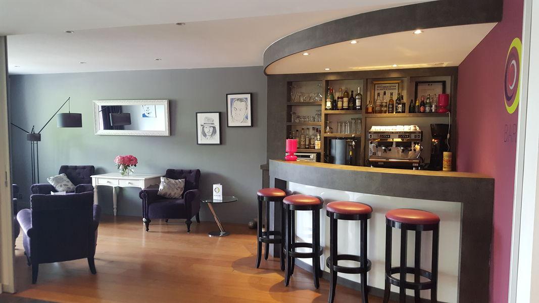 Cozy Hotel*** Bar