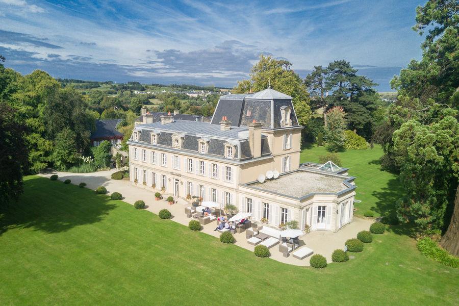 Château la Chenevière ***** Château la Chenevière *****