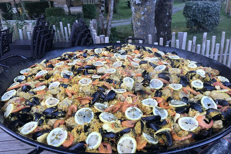 Village Les Rives de Grand Lieu paella geante