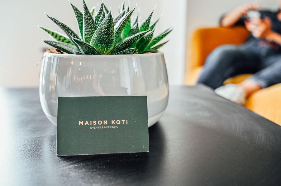 Maison Koti Koti Events (100m2) comprenant espace de travail, zone détente, cuisine et accès à la terrasse
