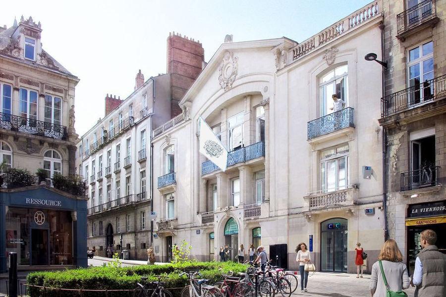 Le Palace  Le Palace