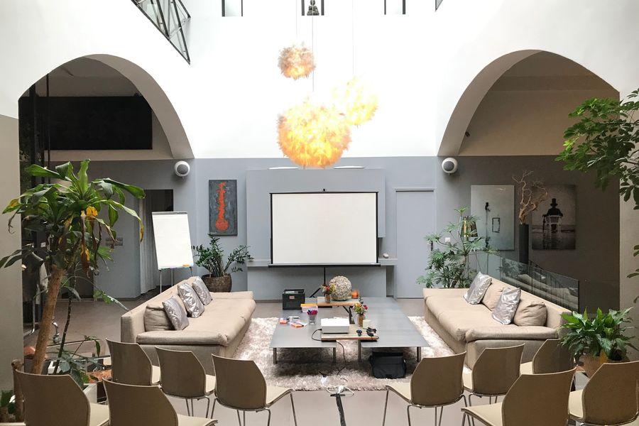 Le  B45 -  Hôtel Particulier & Distillerie LOFT PRIVILEGE / CONFIGURATION THÉATRE