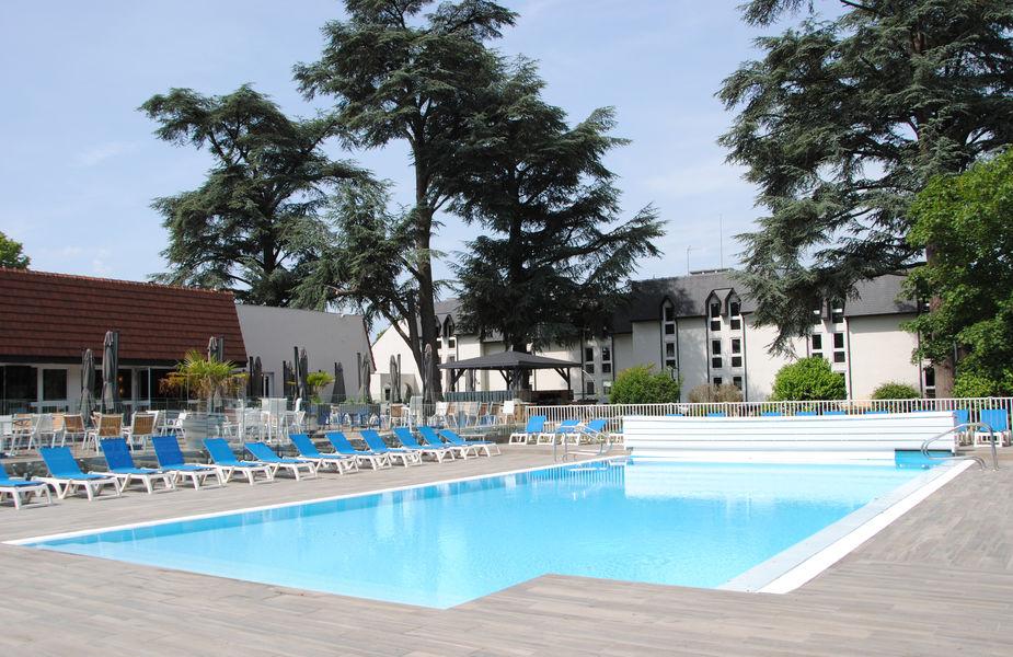 Mercure Demeure de Campagne Parc du Coudray **** Piscine