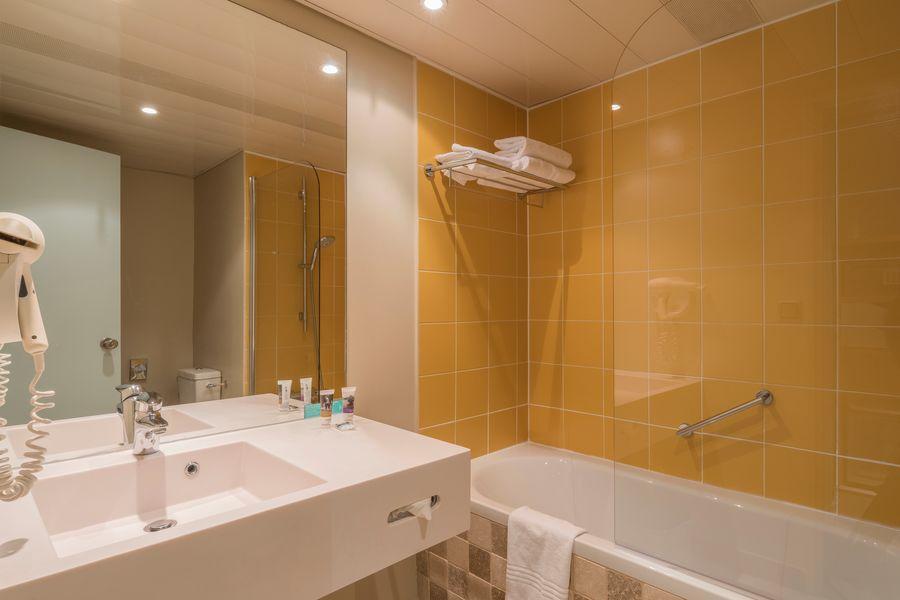 Mercure Demeure de Campagne Parc du Coudray **** Salle de bain avec baignoire