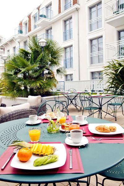 Residhome Arcachon Plazza **** Petit-déjeuner sur la terrasse