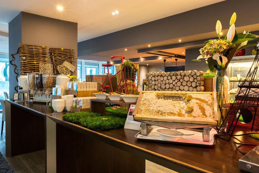 Hilton Paris La Défense **** Buffet PDJ Côté Parvis