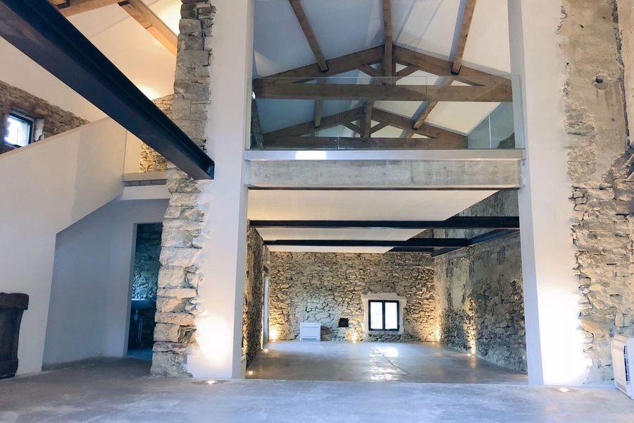 Clos du Tuilier La Bergerie - salle de réception en intérieur, climatisée.