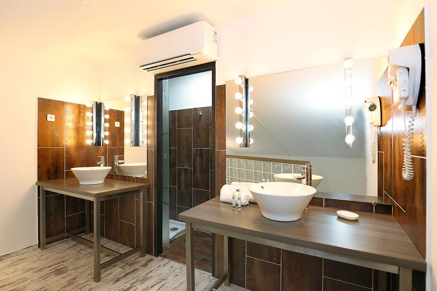 Hôtel Le Néliö  Salle de bain