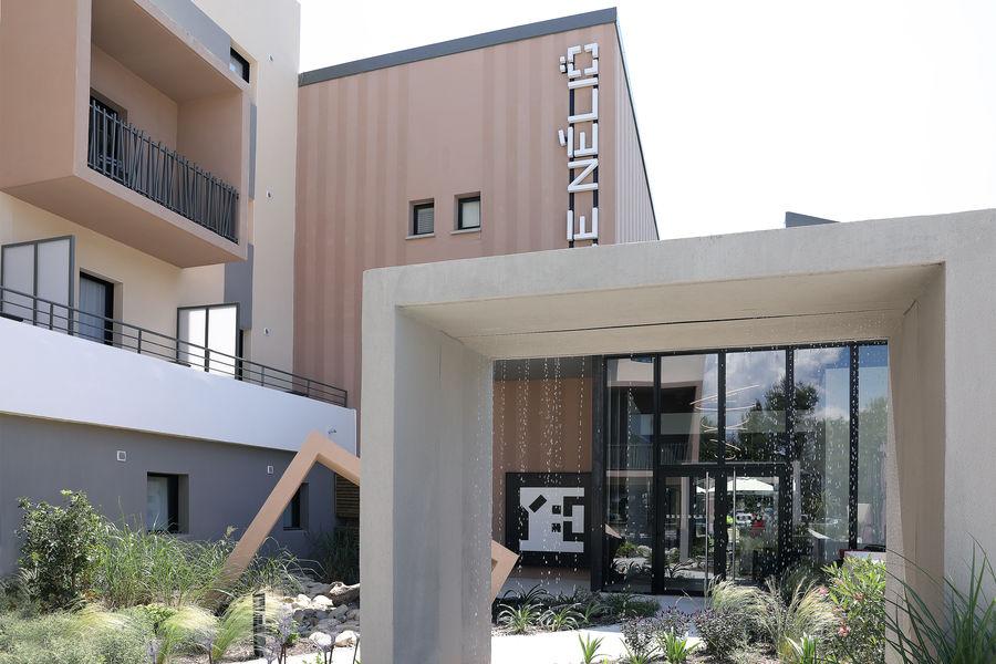 Hôtel Le Néliö  Entrée