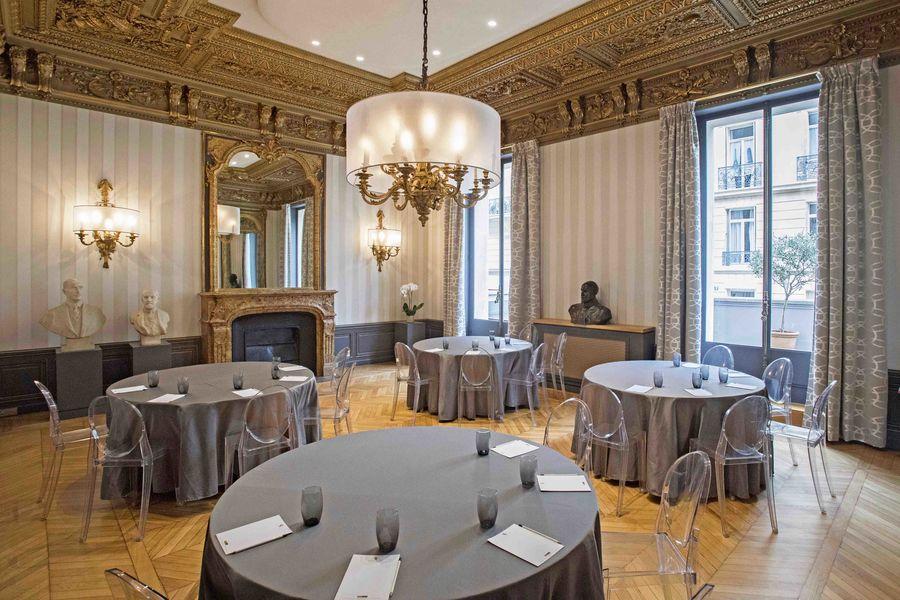 Salons de l'Aéro-Club de France  Dassault - Mise en place Cabaret