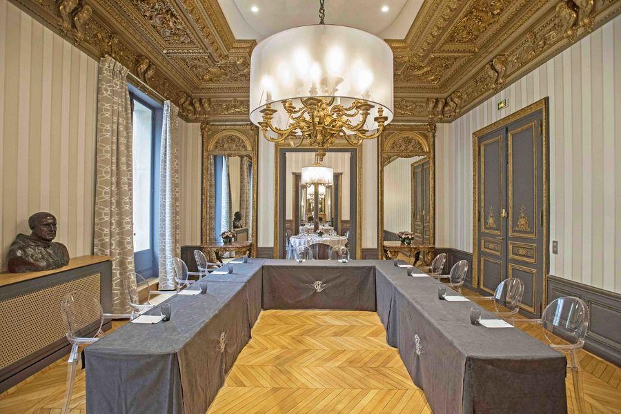 Salons de l'Aéro-Club de France  Dassault - Mise en place U