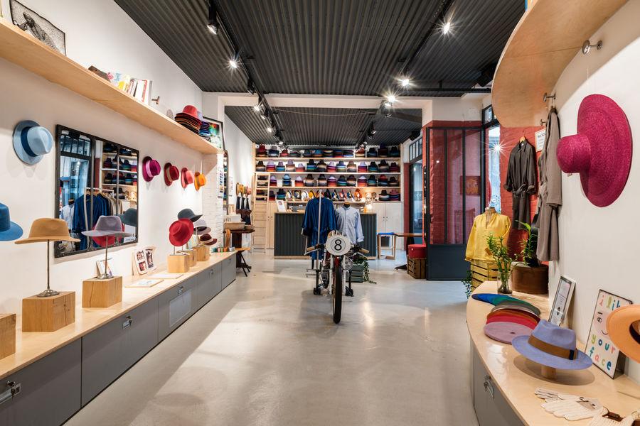 La Fabrique Générale L'entrée de La Fabrique Générale, avec son atelier-boutique de chapeaux