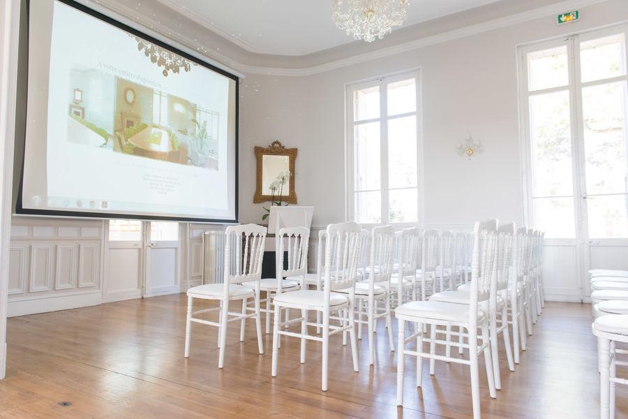 Château la Beaumetane réunion en théâtre au château la Beaumetane