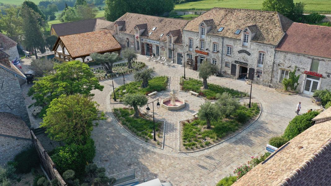 Le Village de Sully Le lavoir et son Bistrot