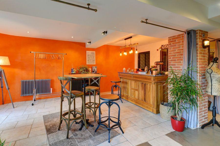 La Filature, l'ancien atelier de tricot S'accouder au bar, savourer un croissant, prendre une tasse de thé.