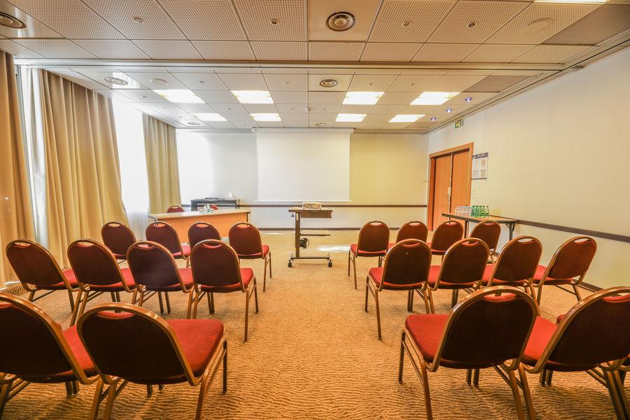 Novotel Genève Aéroport France **** Salle de sémianire : Honegger + Ansermet