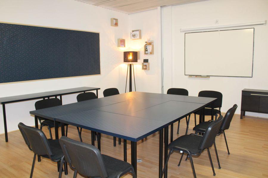 La 13ème Porte Salle de réunion petite table
