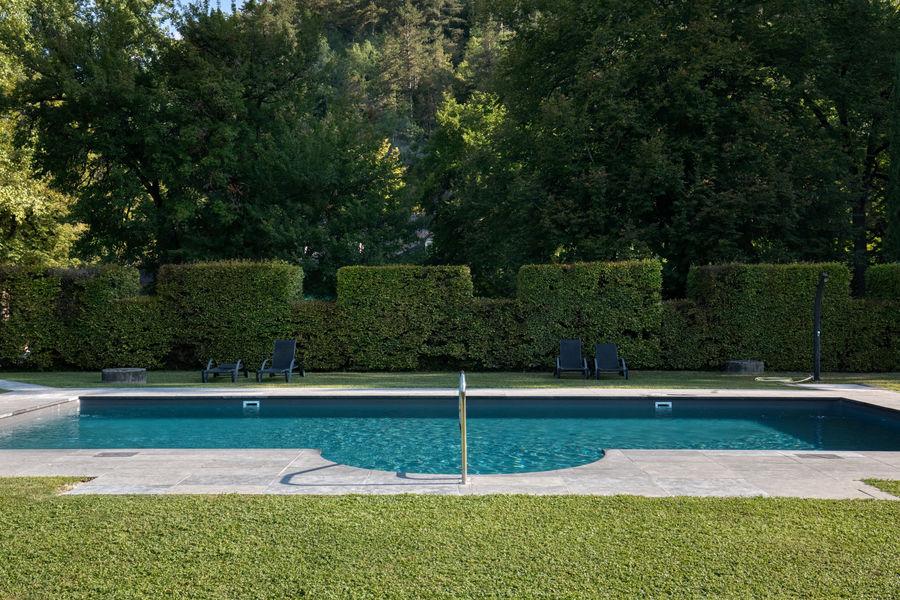 Manoir d'Hautegente La piscine et sa menthe sauvage