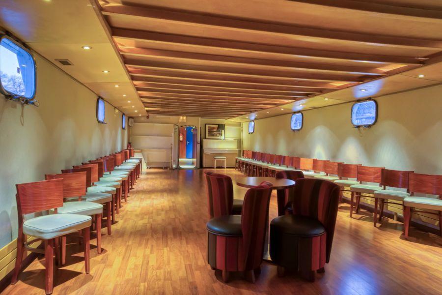Le Rive Droite bateau navigant  le salon inferieur pour votre réunion à quai