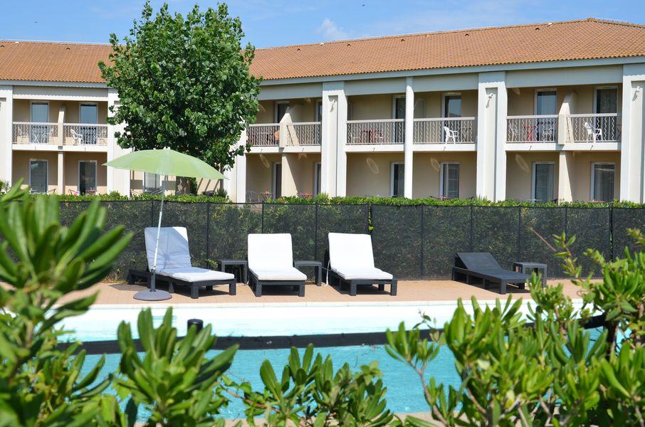 Le Mas des Ponts d'Arles La piscine